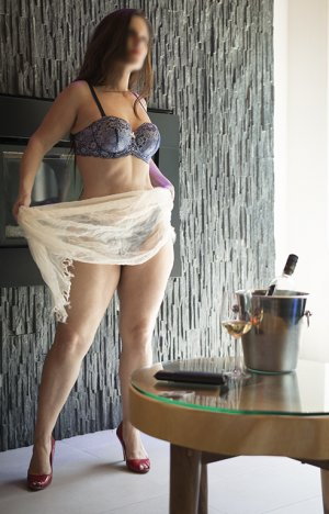 Nessrine erotic massage in Hyattsville
